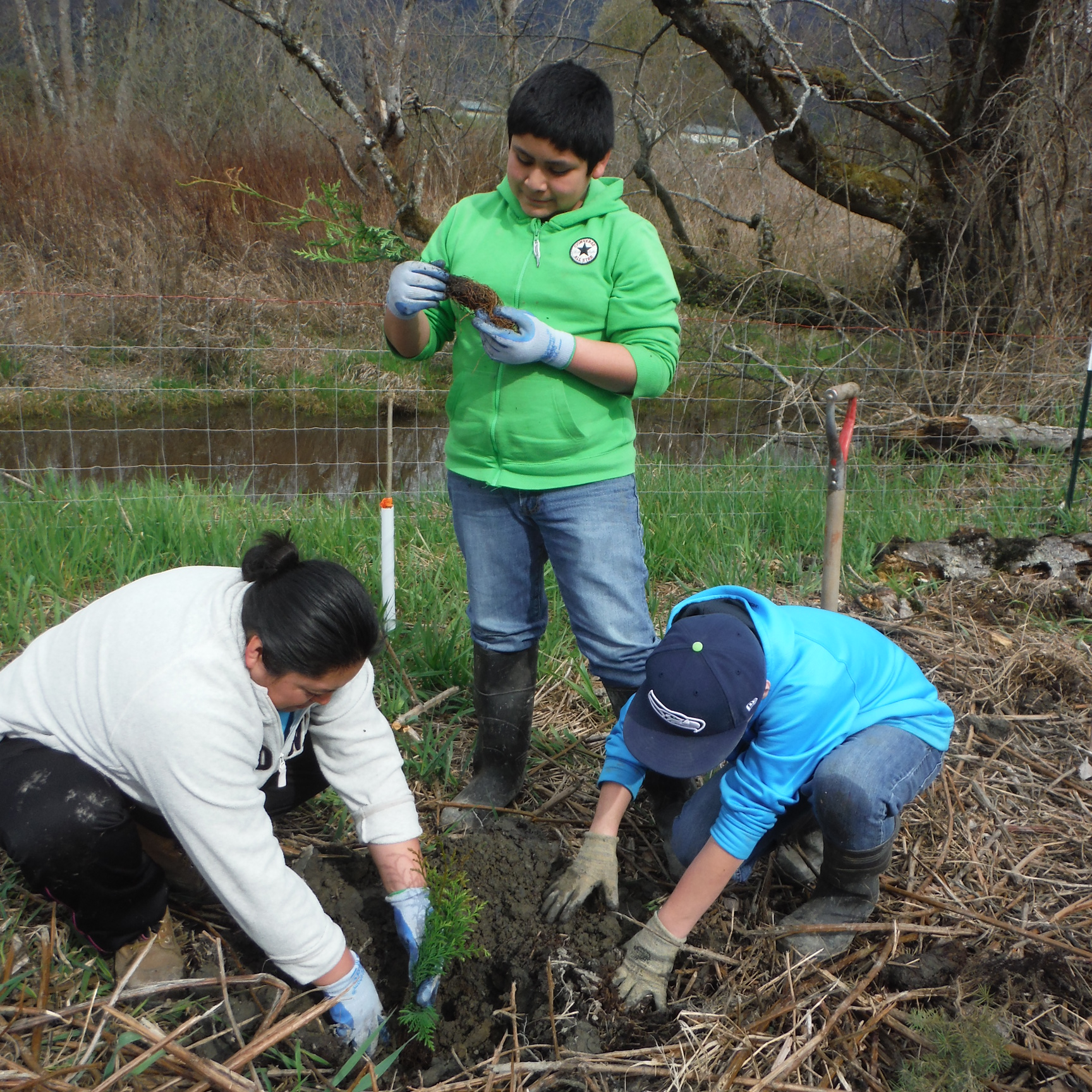 students-and-mom-planting-at-utopia